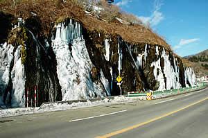 北海道 十勝 日高山脈 フンベの滝 サーフ 凍る滝